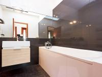 Koupelna (Prodej bytu 3+kk v osobním vlastnictví 80 m², Praha 10 - Štěrboholy)