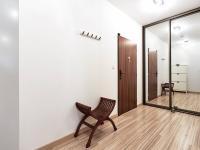 pohled na vestavěnou šatnu (Prodej bytu 3+kk v osobním vlastnictví 80 m², Praha 10 - Štěrboholy)
