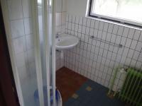 Koupelna 1NP (Prodej domu v osobním vlastnictví 188 m², Ondřejov)