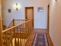 Vysoké stropy (Prodej domu v osobním vlastnictví 274 m², Mukařov)
