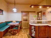 Dřevo z dovozu (Prodej domu v osobním vlastnictví 274 m², Mukařov)