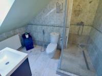 3 koupelny (Prodej domu v osobním vlastnictví 274 m², Mukařov)