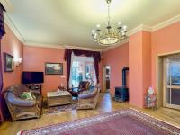 Prostorný obývací pokoj (Prodej domu v osobním vlastnictví 274 m², Mukařov)