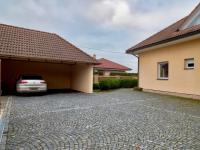 Stání, garáž, dílna (Prodej domu v osobním vlastnictví 274 m², Mukařov)