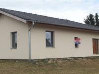 pohled na dům z ulice (Prodej domu v osobním vlastnictví 186 m², Sulice)