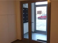 vstup do domu (Prodej bytu 2+kk v osobním vlastnictví 43 m², Říčany)