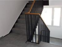 rekonstrukce vnitřních společ.prostor (Prodej bytu 2+kk v osobním vlastnictví 43 m², Říčany)