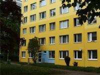 pohled na dům z druhé strany (Prodej bytu 3+1 v osobním vlastnictví 68 m², Praha 9 - Střížkov)