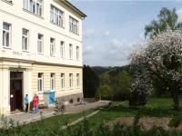 Základní škola v Týnci (Prodej domu v osobním vlastnictví 101 m², Týnec nad Sázavou)
