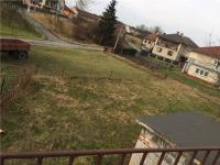 pohled na zahradu z horní části pozemku (Prodej domu v osobním vlastnictví 101 m², Týnec nad Sázavou)