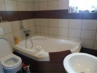 koupelna po rekonstrukci (Prodej domu v osobním vlastnictví 101 m², Týnec nad Sázavou)