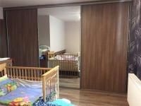 vestavěné skříně v ložnici (Prodej domu v osobním vlastnictví 101 m², Týnec nad Sázavou)