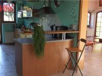 kuchyně s přímým vstupem na zahradu (Prodej domu v osobním vlastnictví 294 m², Kamenice)