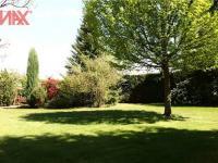 velká vzrostlá zahrada s absolutním soukromím (Prodej domu v osobním vlastnictví 294 m², Kamenice)