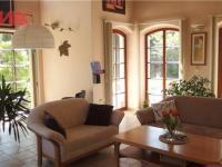 obývací pokoj s přímým východem na terasu (Prodej domu v osobním vlastnictví 294 m², Kamenice)