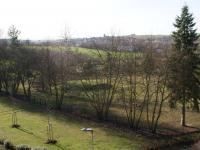 Výhled z balkonu jižním směrem  (Prodej bytu 1+1 v osobním vlastnictví 44 m², Písek)