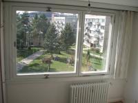 Výhled z okna jídelny (Prodej bytu 1+1 v osobním vlastnictví 44 m², Písek)