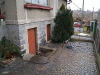Vstup do sklepních prostor (Prodej domu v osobním vlastnictví 200 m², Kunice)