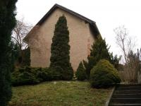 Pohled do zahrady se stodolou (Prodej domu v osobním vlastnictví 200 m², Kunice)