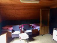 Horní pokoj (Prodej domu v osobním vlastnictví 89 m², Konojedy)