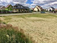 Velký rovný pozemek (Prodej pozemku 1214 m², Křenice)