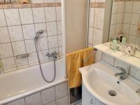 Koupelna - Prodej domu v osobním vlastnictví 130 m², Kostelec nad Černými lesy