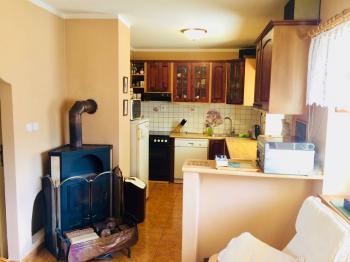 Světlá kuchyně - Prodej domu v osobním vlastnictví 130 m², Kostelec nad Černými lesy