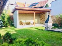 Posezení na zahrádce - Prodej domu v osobním vlastnictví 130 m², Kostelec nad Černými lesy
