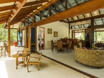 Terasa a obývací místnost - Prodej domu v osobním vlastnictví 233 m², Koh Jum Beach Vilas
