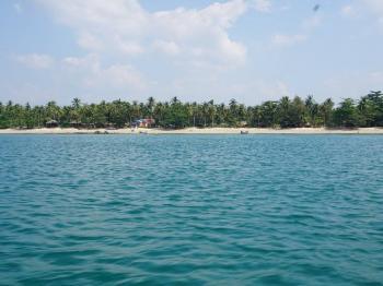 Pohled z moře na pláž před vilou - Prodej domu v osobním vlastnictví 233 m², Koh Jum Beach Vilas