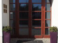 vchod do budovy - Pronájem skladovacích prostor 176 m², Říčany