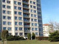 pohled na dům z druhé strany - Prodej bytu 2+kk v osobním vlastnictví 44 m², Praha 10 - Horní Měcholupy