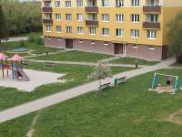 hřiště pro děti za domem - Prodej bytu 1+kk v osobním vlastnictví 20 m², Říčany