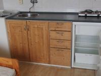 kuchyně s ledničkou i pračkou - Prodej bytu 1+kk v osobním vlastnictví 20 m², Říčany