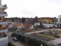 výhled z lodžie - Pronájem bytu 2+kk v osobním vlastnictví 56 m², Praha 10 - Uhříněves
