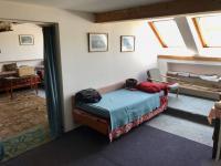 Pokoje v podkroví - Prodej domu v osobním vlastnictví 150 m², Zásmuky