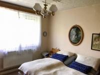 Ložnice v přízemí - Prodej domu v osobním vlastnictví 150 m², Zásmuky