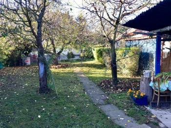 Okrasná zahrada - Prodej domu v osobním vlastnictví 150 m², Zásmuky