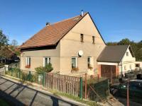 Výborné spojení s Prahou - Prodej domu v osobním vlastnictví 150 m², Zásmuky