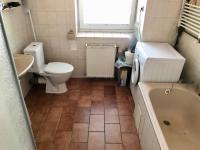 Koupelna - Prodej domu v osobním vlastnictví 150 m², Zásmuky