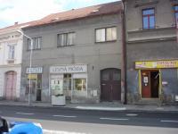 Dům - vchod z náměstí (Prodej domu v osobním vlastnictví 250 m², Březnice)