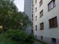 pozemek za domem (Prodej bytu 2+1 v osobním vlastnictví 50 m², Praha 3 - Žižkov)
