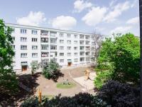 výhled z kuchyně (Prodej bytu 2+1 v osobním vlastnictví 50 m², Praha 3 - Žižkov)