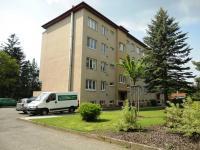 pohled na dům - Prodej bytu 3+1 v osobním vlastnictví 70 m², Kamenice