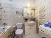 Koupelna, realitní makléřka Renáta Maličká (Prodej bytu 4+kk v osobním vlastnictví 146 m², Praha 9 - Prosek)