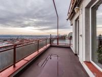 Terasa, realitní makléřka Renáta Maličká (Prodej bytu 4+kk v osobním vlastnictví 146 m², Praha 9 - Prosek)