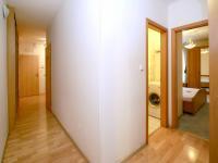 chodba (Prodej bytu 4+kk v osobním vlastnictví 124 m², Praha 9 - Prosek)