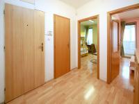 vstupní chodba (Prodej bytu 4+kk v osobním vlastnictví 124 m², Praha 9 - Prosek)