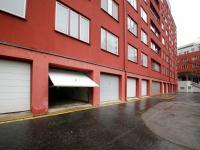 uzamykatelná garáž (Prodej bytu 4+kk v osobním vlastnictví 124 m², Praha 9 - Prosek)