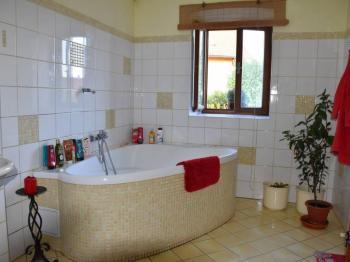 koupelna - Prodej domu v osobním vlastnictví 100 m², Klatovy